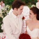 Breaking Dawn Part 1 Screencaps With Robert Pattinson & Kristen Stewart