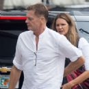 Elle Macpherson – Out for lunch in Miami - 454 x 681