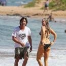 Elizabeth Berkley and Greg Lauren in Hawaii - 439 x 594