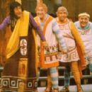 A Funnything Happened On The Way To The Forum Starring ZERO MOSTEL - 454 x 292