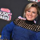 Kelly Clarkson – 2018 Radio Disney Music Awards in Hollywood - 454 x 298