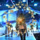 Barbara Fialho – 2018 Victoria's Secret Fashion Show Runway in NY - 454 x 641