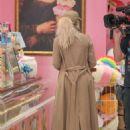 Khloe and Kourtney Kardashian – Filming KUWTK in Canoga Park - 454 x 681