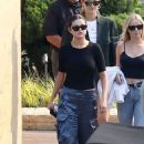 Selena Gomez – Out for lunch with friends at Nobu in Malibu - 454 x 681