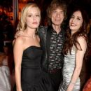 A VERY modern family! Sir Mick Jagger is joined by model daughters Georgia May and Elizabeth, ex-wife Jerry Hall and her new husband Rupert Murdoch at Vanity Fair Oscars party - 454 x 682