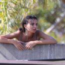 Emily Ratajkowski – On a photoshoot in Sydney - 454 x 303