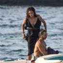 Zuleyka Rivera on holiday in Capri - 454 x 627