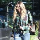 Khloe Kardashian is spotted leaving a studio in Los Angeles, California on March 28, 2017 - 436 x 600