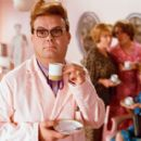 Wouter drinks tea in his hair salon. Paul de Leeuw as Hairdresser Wouter in the musical comedy 'Yes Nurse! No Nurse!' - 400 x 272