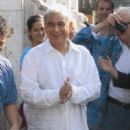Behind the Scenes - Ismail Merchant. Photo by: Tomoko Kikuchi/courtesy of Sony Pictures Classics, all right reserved. - 402 x 888
