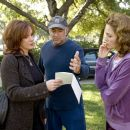 "(L-R) ELIZABETH PERKINS, Director GARY DAVID GOLDBERG and DIANE LANE on the set of Warner Bros. Pictures' romantic comedy ""Must Love Dogs,"" also starring John Cusack."