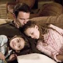 Shyann McClure as Megan, Julian McMahon as Jim and Courtney Taylor Burness as Bridgette in Premonition - 2007 - 400 x 247