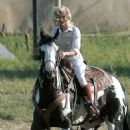 Reese Witherspoon: Horse-Riding Hottie
