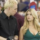 Vince Downey (Dax Shepard) and Amy Renfro (Jessica Simpson) in EMPLOYEE OF THE MONTH. Photo credit: John Johnson.