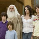 Graham Phillips, Jimmy Bennett, Steve Carell, Lauren Graham and Johnny Simmons in the scene of Evan Almighty