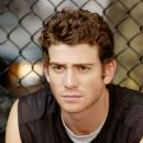 Bryan Greenberg portrays the 23-year-old painter David in love with the 37-year-old photography producer Rafi (Uma Thurman) - Prime (2005)