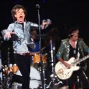 The Rolling Stones show at the Dodgers' Stadium in Los Angeles - 22 November 2006 - 454 x 390