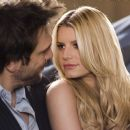 Zack (Dane Cook) and Amy (Jessica Simpson) in EMPLOYEE OF THE MONTH. Photo credit: John Johnson.