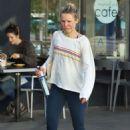 Kristen Bell – Leaving a pilates class in Los Feliz