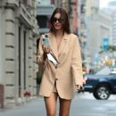 Emily Ratajkowski – Looks stylish in New York City