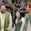 (From left to right) Roland (Mark Addy), Kate (Laura Fraser) and Wat (Alan Tudyk) are three of William's biggest fans in the Columbia Pictures presentation, A Knight's Tale - 2001 - 400 x 267