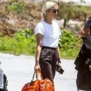 Ashlee Simpson – Arriving at the airport in Eleuthera - 454 x 681