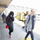 Maisie Williams at LAX Airport in LA July 12, 2017 - 454 x 590