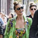 Nina Agdal – Out in New York City - 454 x 681