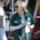 Anna Faris Arrives on 'Overboard' set in Canada - 454 x 682
