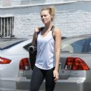 Margot Robbie heads to a gym in Los Angeles - 454 x 701