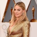 Margot Robbie At The 88th Annual Academy Awards - Arrivals (2016) - 414 x 600