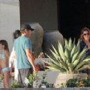 Cindy Crawford, Naomi Campbell Get Lunch - 31 December 2010