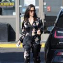 Olivia Munn – Spotted pumping gas in Los Angeles - 454 x 620
