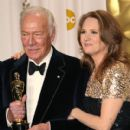Christopher Plummer and Melissa Leo At The 84th Annual Academy Awards - Press Room (2012) - 410 x 594