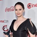 Felicity Jones : CinemaCon 2018 - The CinemaCon Big Screen Achievement Awards Brought To You By The Coca-Cola Company - 429 x 600