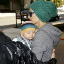 Gwen Stefani Shopping With Zuma, 2008-12-19