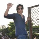 Shahrukh Khan Celebrated His Birthday With Media and Fans