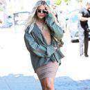 Khloe Kardashian – Arriving at an art studio in Los Angeles - 454 x 681