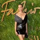 Amber Valletta – 2017 Fashion Awards in London - 454 x 681