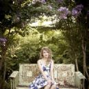 Taylor Swift Parade Magazine Pictorial 25 October 2010