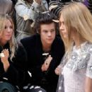 Cara Delevigne and Harry Styles - 454 x 302