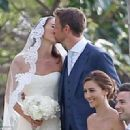 Jenson Button ties the knot with model Jessica Michibata in Hawaii - 454 x 321