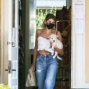 Kaia Gerber – Casual look outside a pet store in Malibu - 454 x 679
