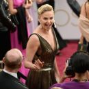Charlize Theron At The 89th Annual Academy Awards - Arrivals (2017) - 454 x 384