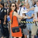 Kristin Davis greeting fans as she arrived for an interview on 'Good Morning America' in New York City, New York (July 17) - 454 x 726