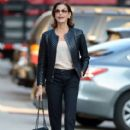 Teri Hatcher goes for a walk with her daughter Emerson Tenney on August 14, 2015 in New York City - 412 x 600
