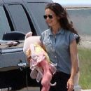 Katie Holmes: leave Baton Rouge on a private plane in Louisiana