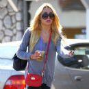 Amanda Bynes taking a trip to Starbucks drive-thru (August 26)