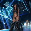 2018 Victoria's Secret Fashion Show in New York - Runway - 399 x 600