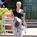 Pink out in Malibu with Carey Hart and Willow (August 9)